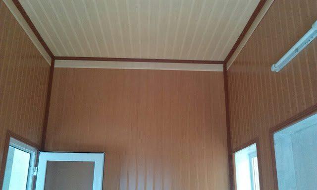 ốp tường nhựa bằng tấm giả gỗ