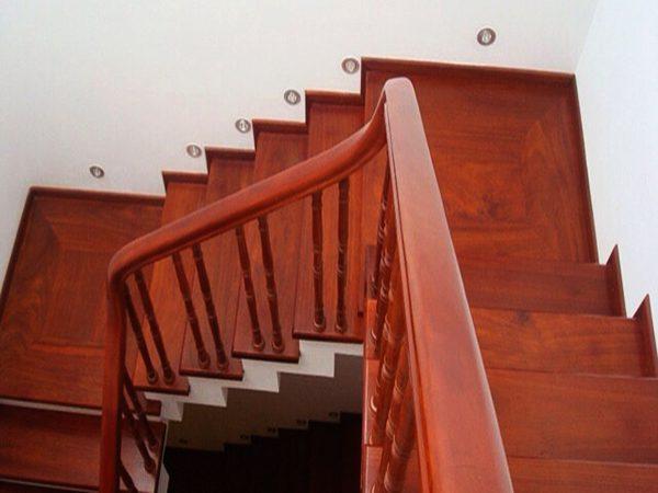Nhận sơn cửa gỗ giá rẻ