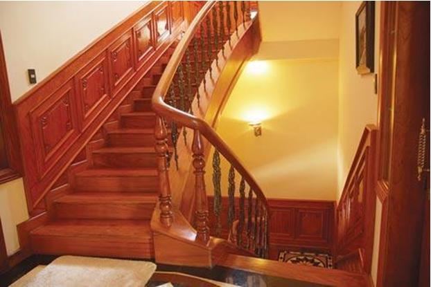 Nhận sơn cầu thang gỗ tại nhà