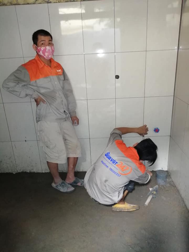 Thợ ốp lát nhà vệ sinh