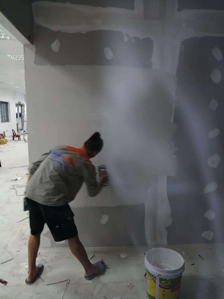 Thợ sơn bả thạch cao