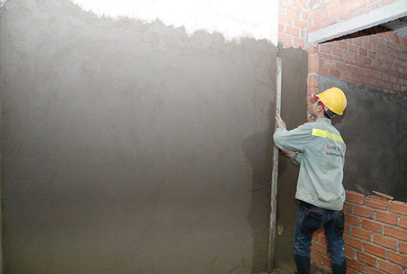 Thợ xây trát tường nhà